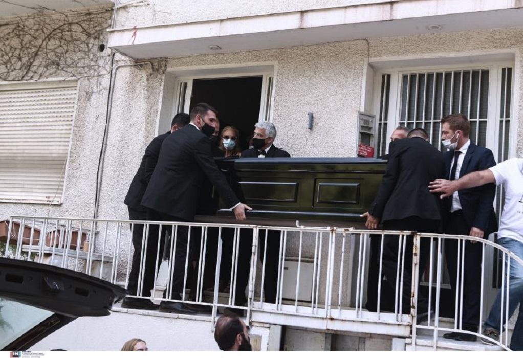 Μίκης Θεοδωράκης: Πέθανε όπως ήθελε, στο σπίτι του– Με δάκρυα και χειροκροτήματα τον αποχαιρέτησαν