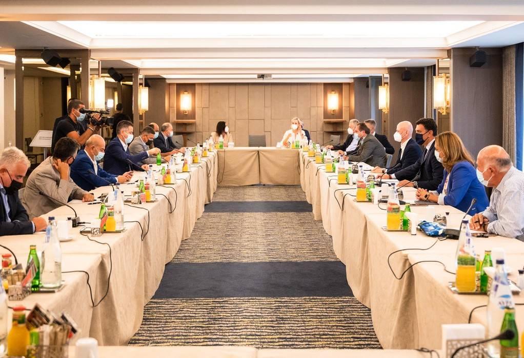 Συνάντηση Εργασίας ΣΕΤΕ και πανελλήνιων κλαδικών Ενώσεων με τον Βασίλη Κικίλια