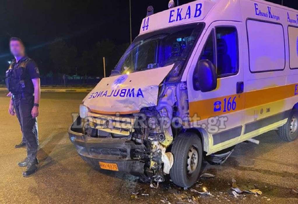 Λαμία: Σφοδρή σύγκρουση οχήματος με ασθενοφόρο (ΦΩΤΟ-VIDEO)