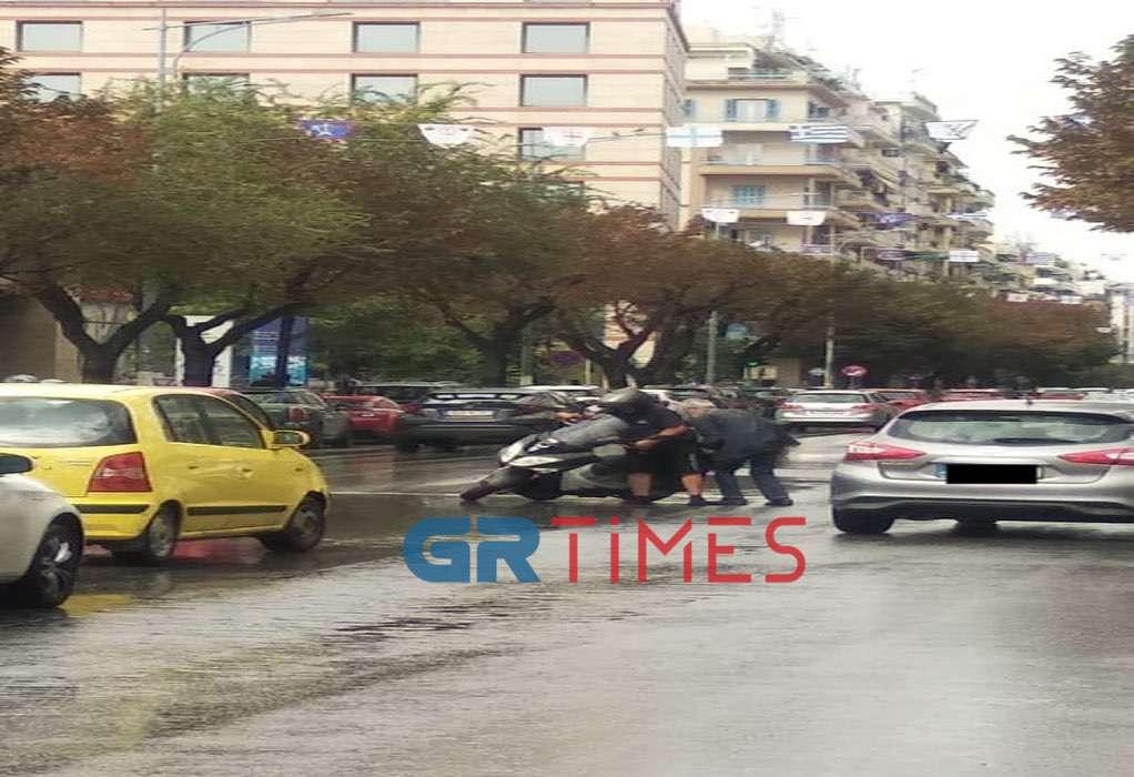 Θεσσαλονίκη: Τροχαίο με υλικές ζημιές στην Τσιμισκή (ΦΩΤΟ – VIDEO)