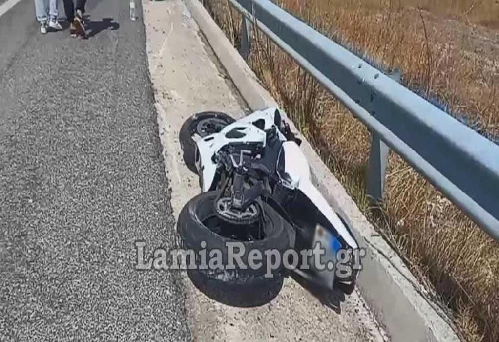 Δομοκός: Σοβαρό τροχαίο με μηχανή – Σύρθηκε στο έδαφος και τραυματίστηκε ο οδηγός