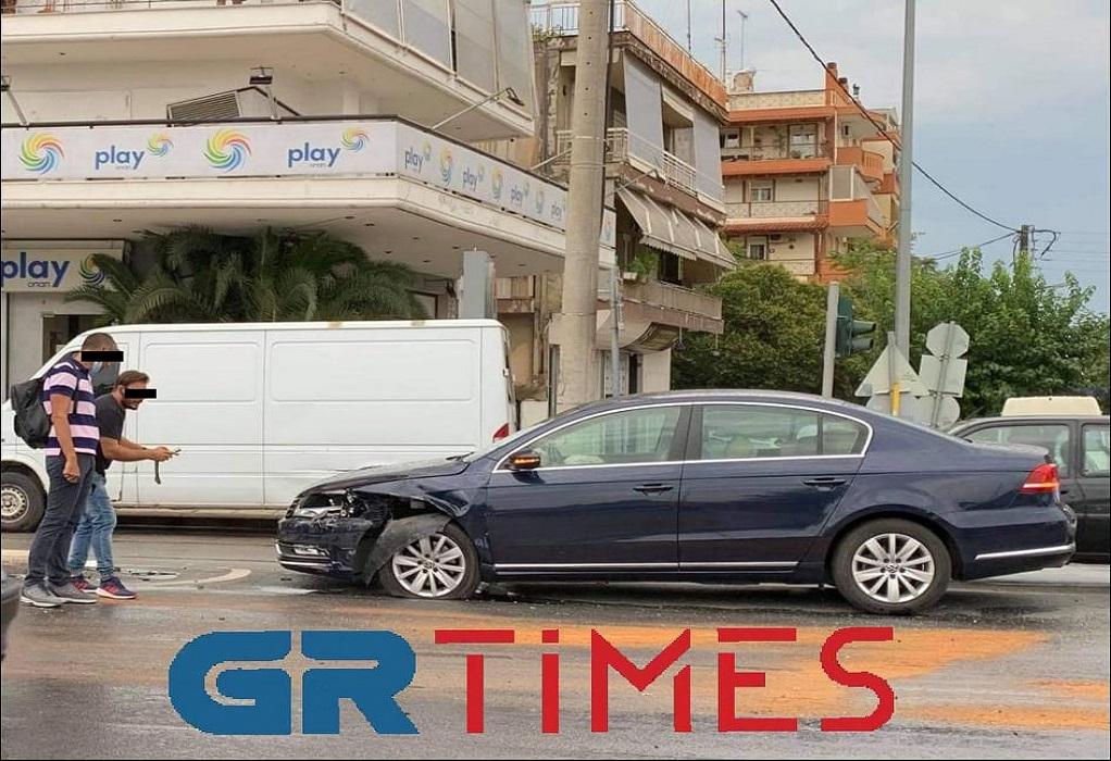 Θεσσαλονίκη: Βροχή και ολισθηρότητα έφεραν προβλήματα στο οδικό δίκτυο (ΦΩΤΟ)