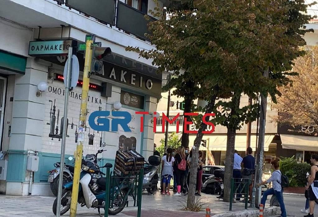Θεσσαλονίκη: Ουρές στα φαρμακεία για rapid test–Παρελήφθη η πρώτη παρτίδα αντιγριπικών
