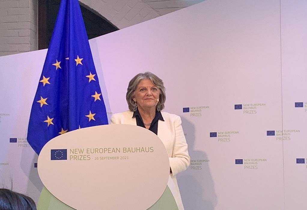 ΕΕ: Στην Αθήνα η επίτροπος Συνοχής και Μεταρρυθμίσεων