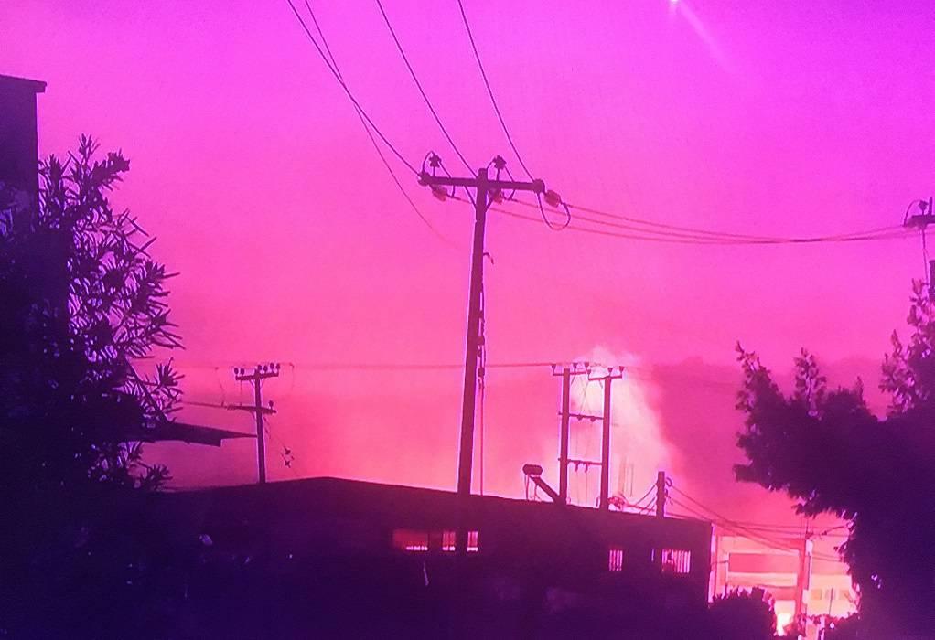 Ασπρόπυργος: Μεγάλη φωτιά σε εργοστάσιο ξυλείας