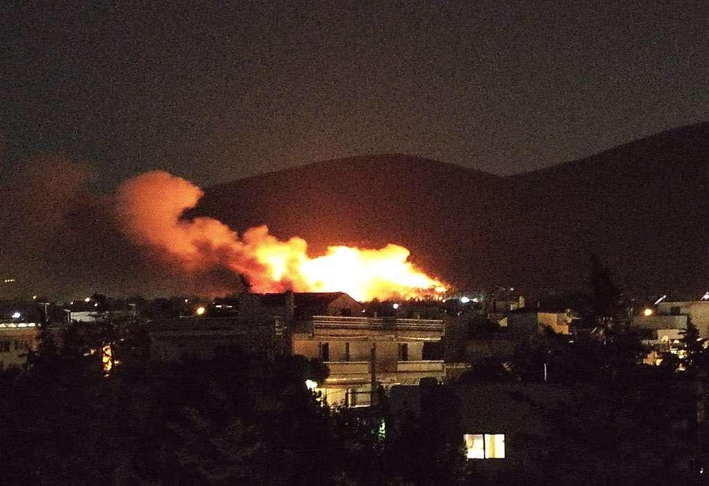 Φωτιά Νέα Μάκρη: Εντολή εκκένωσης για Λιβίσι και Άγιο Εφραίμ