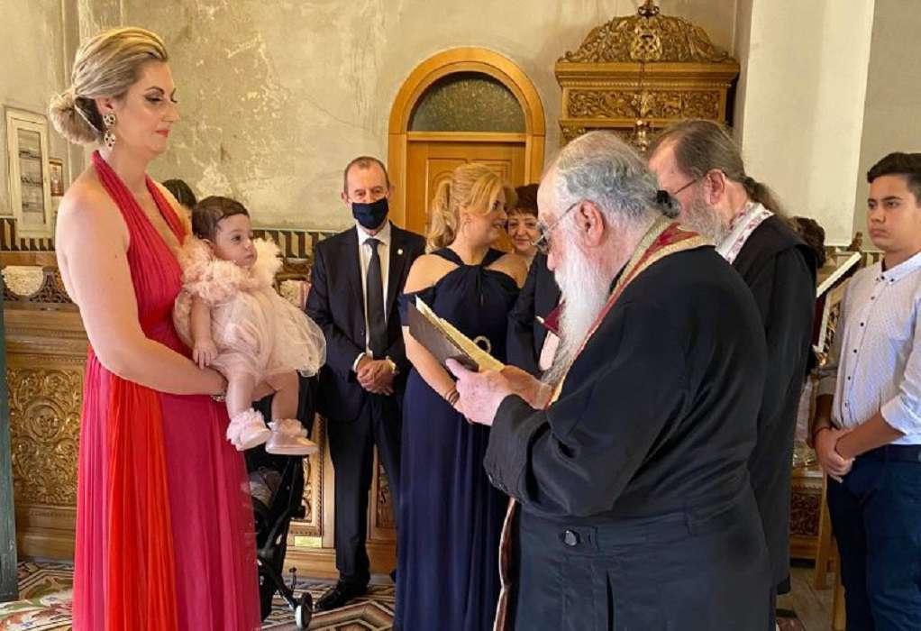 Συγκινημένος ο πρόεδρος του Επιμελητηρίου Πιερίας στη βάπτιση της εγγονής του