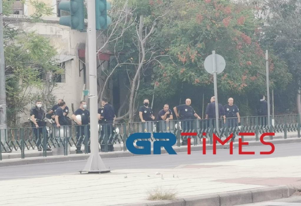 Επεισόδια στη Θεσσαλονίκη: Βγήκαν καδρόνια έξω από ΕΠΑΛ στη Σταυρούπολη (VIDEO)