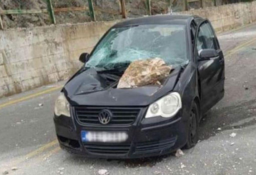 Αράχωβα: Ιπτάμενος βράχος διέλυσε αυτοκίνητο – Άγιο είχαν οι επιβάτες (VIDEO)