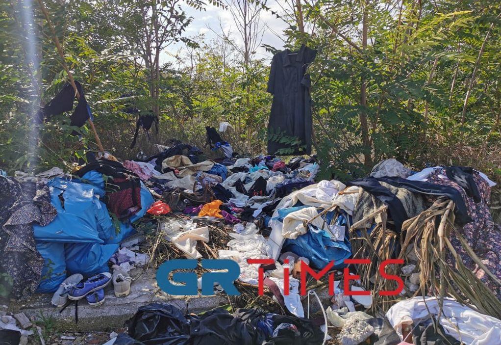 """Θεσσαλονίκη: """"Μπουτίκ ρούχων"""" μέσα σε… σκουπιδότοπο (VIDEO)"""