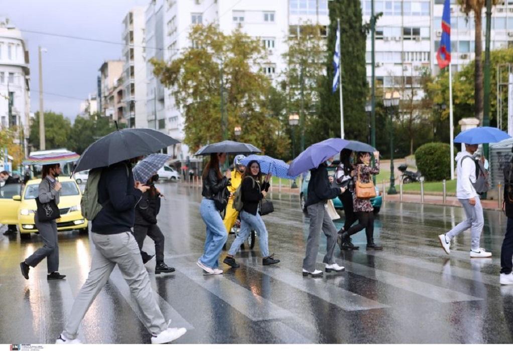 Αττική: Διακοπή της κυκλοφορίας σε σημεία της Πειραιώς λόγω συσσώρευσης υδάτων (VIDEO)
