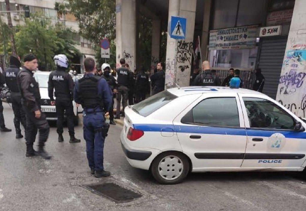 Αθήνα: Αυτοκίνητο εμβόλισε περιπολικό – Πυροβολισμοί από τον αστυνομικό (VIDEO-ΦΩΤΟ)