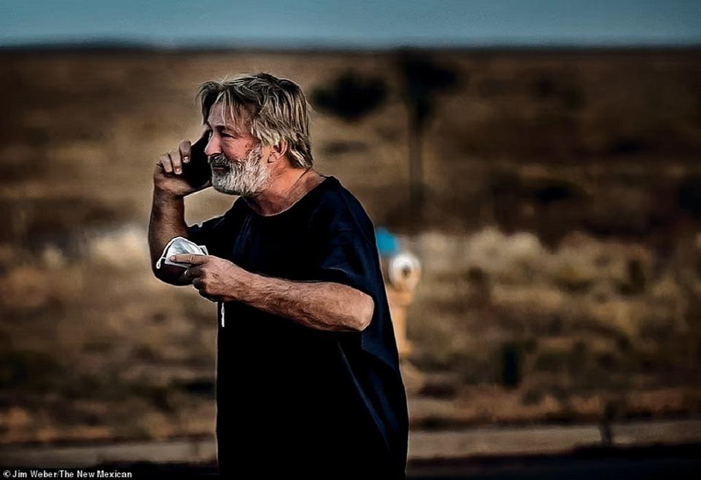"""Συντετριμμένος ο Άλεκ Μπάλντουιν-Φωτογραφίες μετά την τραγωδία στο σετ του """"Rust"""""""