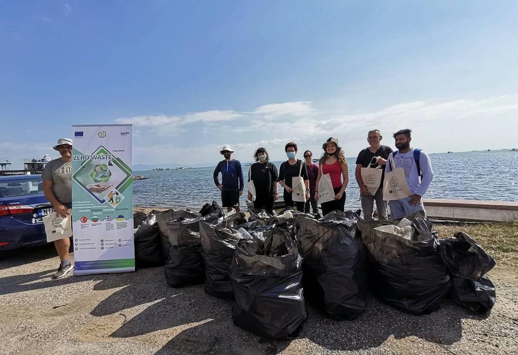 """Δέλτα Αξιού: Εθελοντές της """"Αντιγόνης"""" συγκέντρωσαν 1.450 λίτρα σκουπιδιών (ΦΩΤΟ)"""