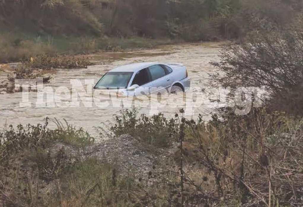 Βόλος: Παράσυρση αυτοκινήτου από ορμητικά νερά (VIDEO)