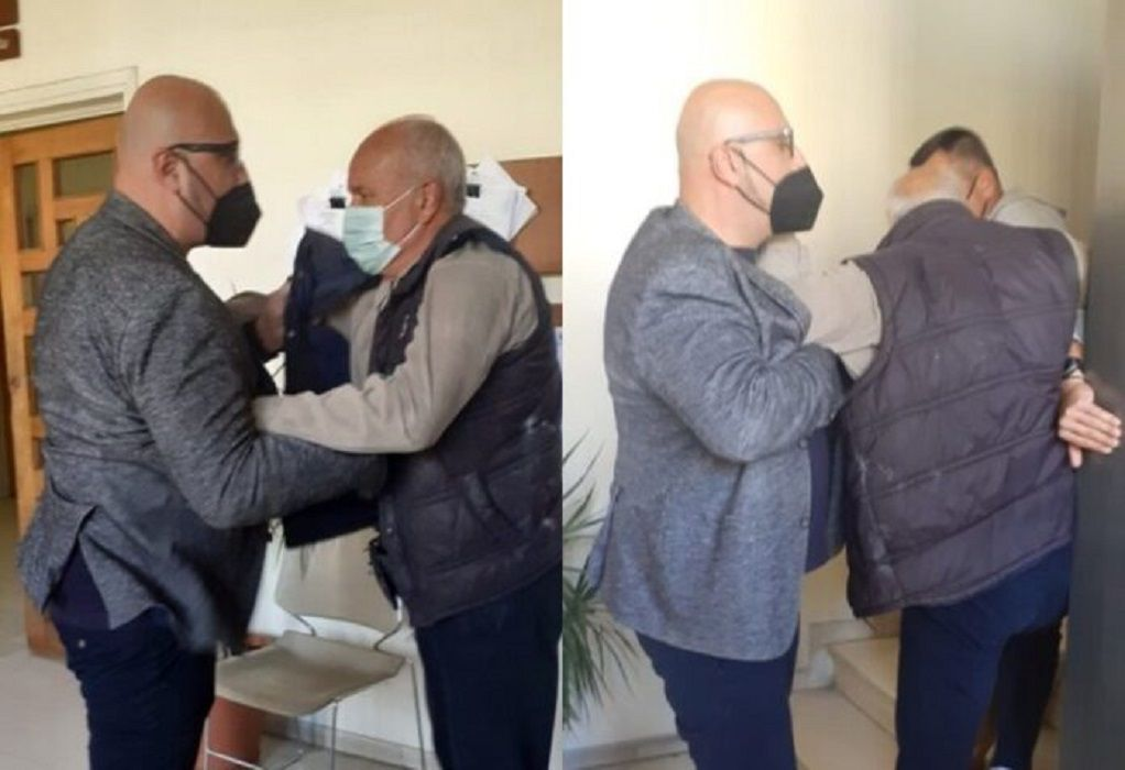 """Βόλος: """"Θερμό"""" επεισόδιο στο δημαρχείο με τον Μπέο – """"Θα σας κάνω μαύρους στο ξύλο"""" (VIDEO)"""