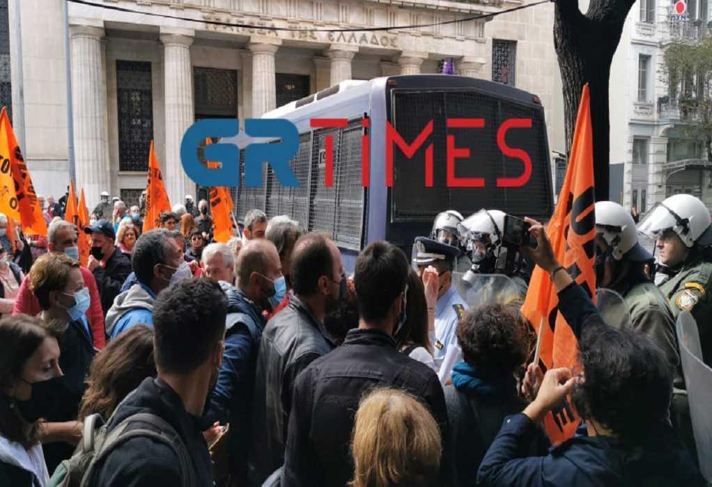 """Θεσσαλονίκη: """"Μπλόκο"""" της ΕΛ.ΑΣ στην πορεία των εκπαιδευτικών (VIDEO)"""