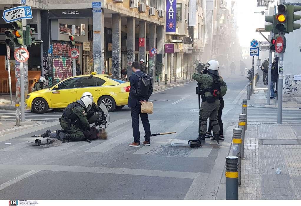 Ένταση μεταξύ αναρχικών και αστυνομικών στα Εξάρχεια (VIDEO)