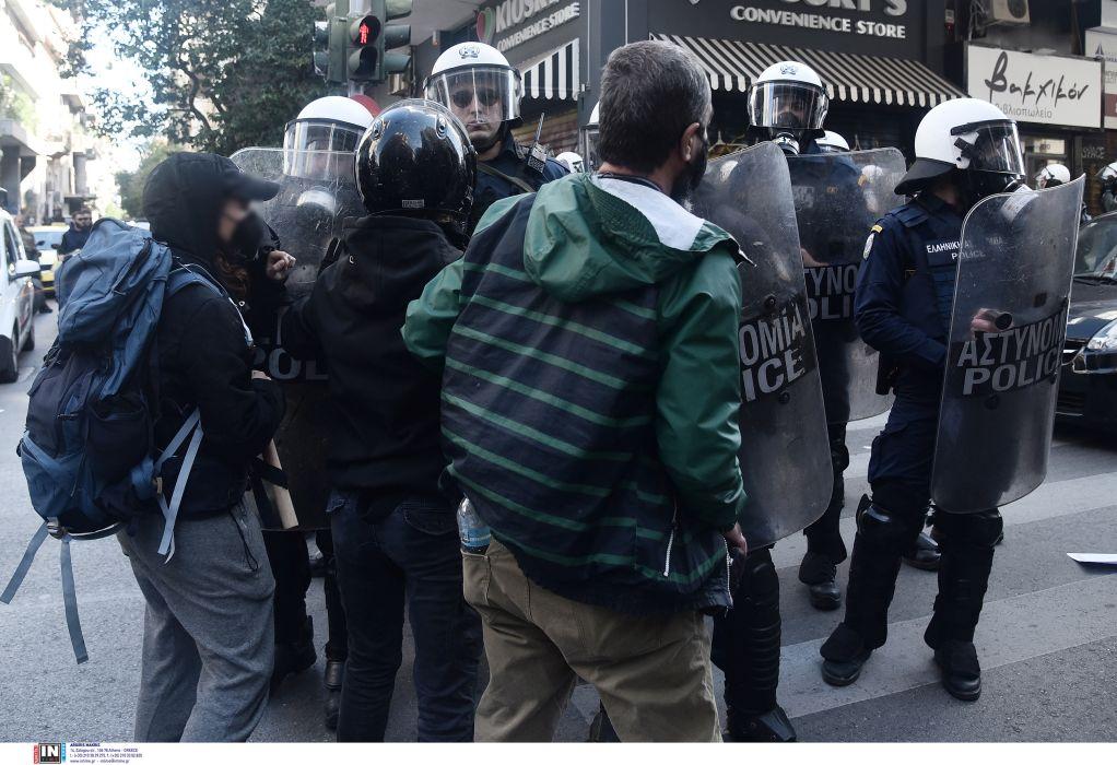 Εξάρχεια: Τρεις τραυματίες αστυνομικοί και πέντε συλλήψεις από τα επεισόδια στο κέντρο (ΦΩΤΟ)