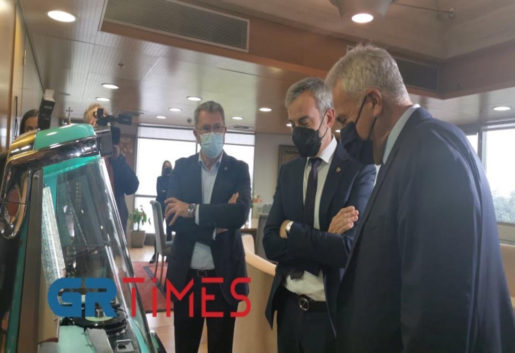 Με τραγούδι στο jukebox υποδέχθηκε ο Ζέρβας τον Βορίδη (VIDEO)