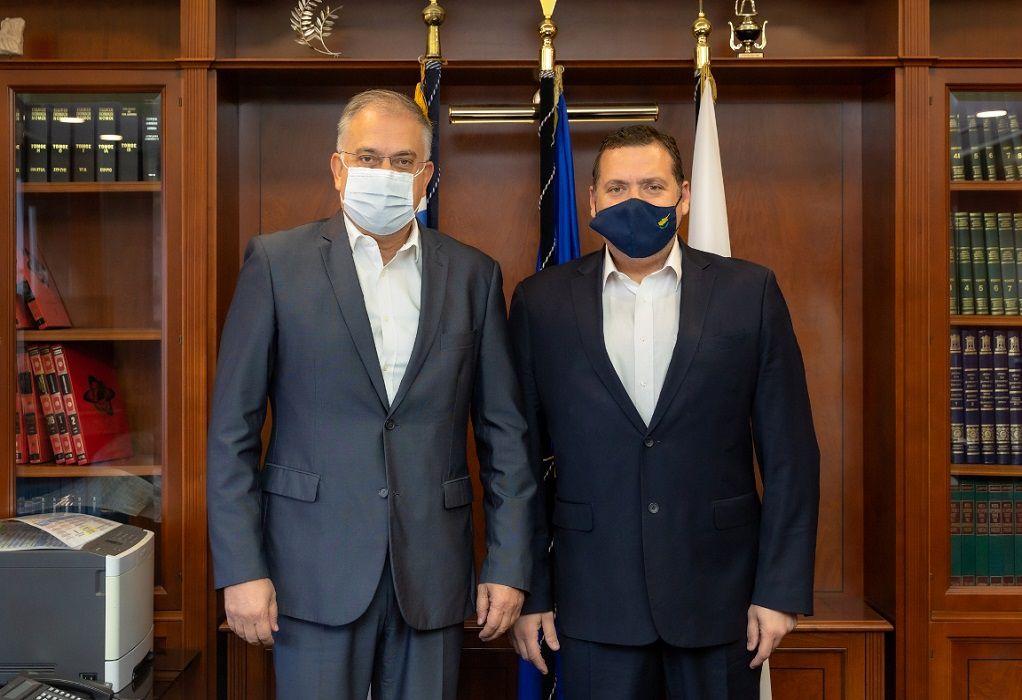 Συνάντηση Θεοδωρικάκου με τον Πρέσβη της Κύπρου, Κυρ. Κενοβέζο