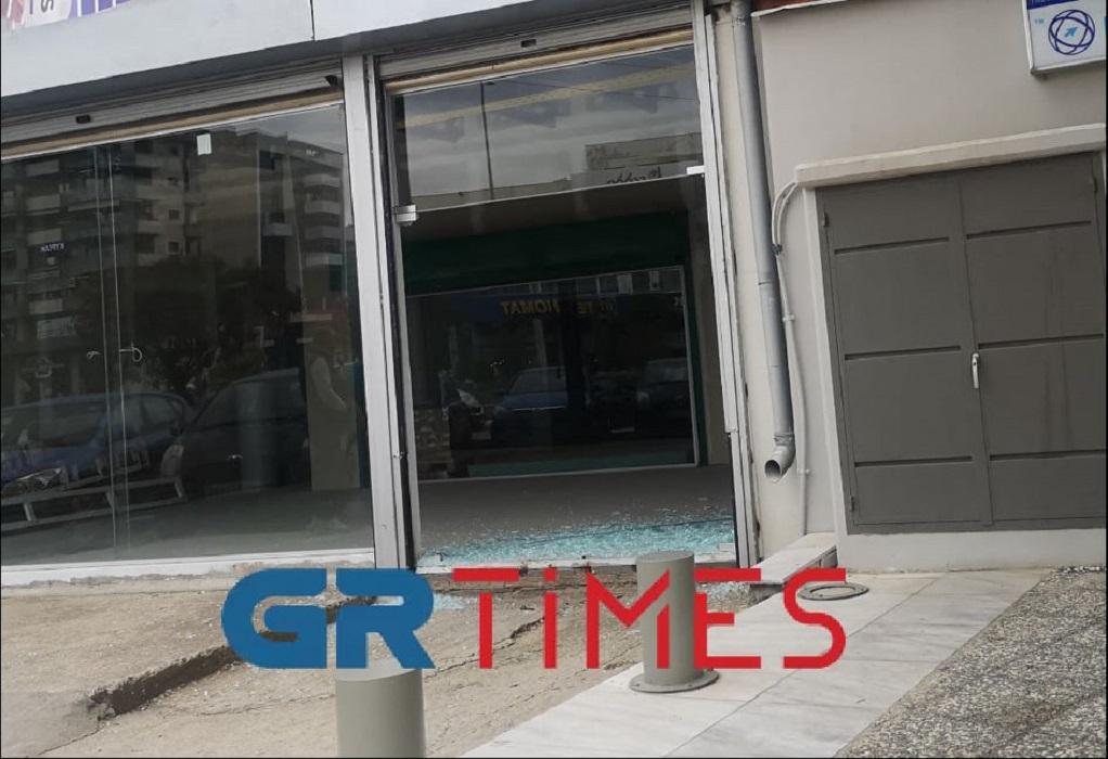 """Θεσσαλονίκη: Ι.Χ """"εισέβαλε"""" σε βιτρίνα καταστήματος  (ΦΩΤΟ)"""