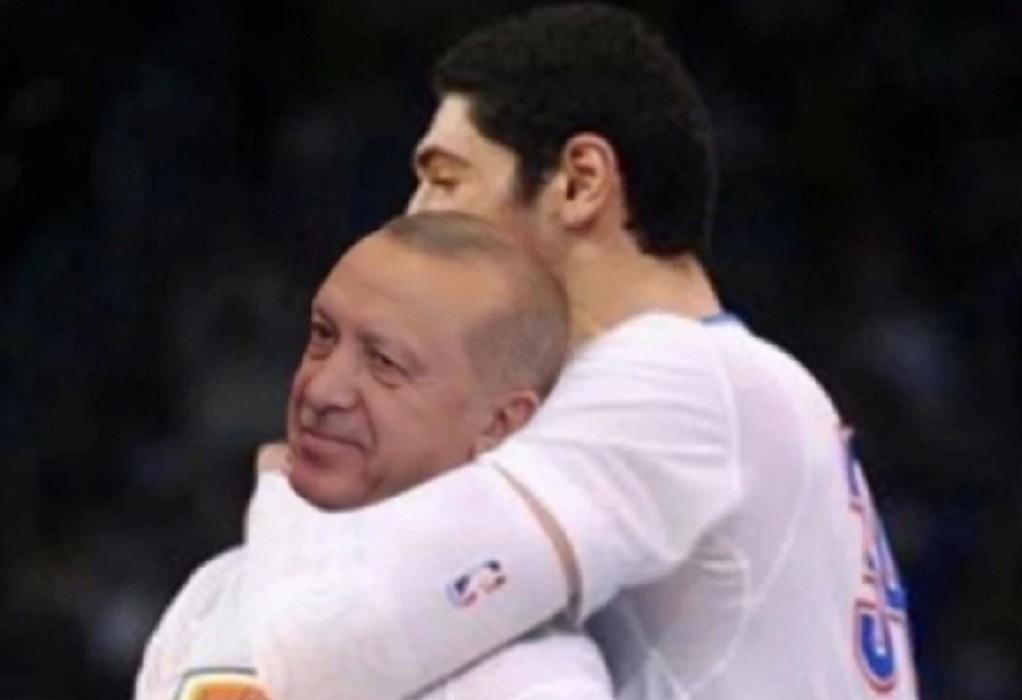 Κεφαλοκλείδωμα στον Ερντογάν κάνει ο Καντέρ σε φωτογραφία που ανέβασε