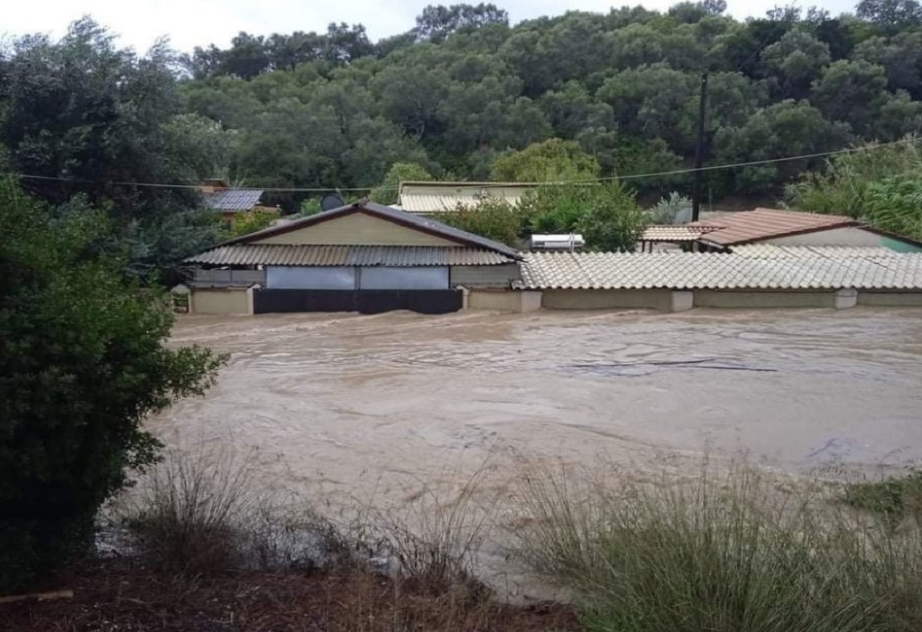 """Κομμένη στα δύο η Κέρκυρα από τον """"Μπάλλο"""": Πλημμύρες, εγκλωβισμοί και κινητοποίηση της ΕΜΑΚ"""