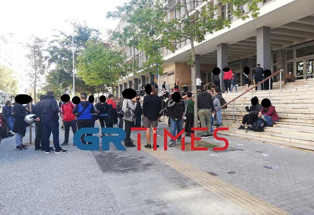 Θεσσαλονίκη-Επεισόδια: Στο Αυτόφωρο οι 2 συλληφθέντες – Συγκέντρωση αλληλεγγύης (VIDEO)