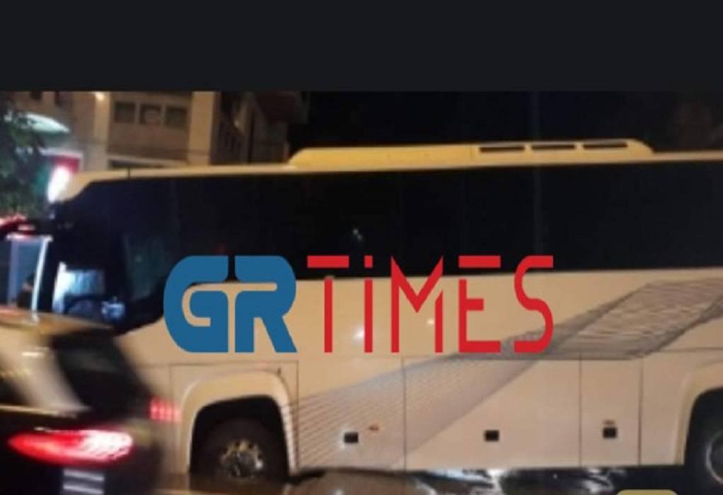 Τρόμος στη Θεσσαλονίκη: Άνοιξε η γη και… κατάπιε λεωφορείο (ΦΩΤΟ)