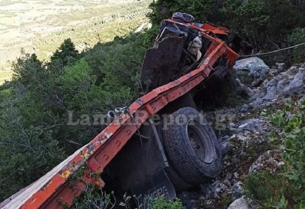 Λιβαδειά: Φορτηγό έπεσε σε γκρεμό 60 μέτρων (ΦΩΤΟ-VIDEO)