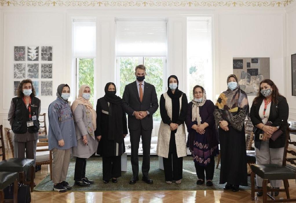 Με έξι γυναίκες από το Αφγανιστάν συναντήθηκε ο πρωθυπουργός