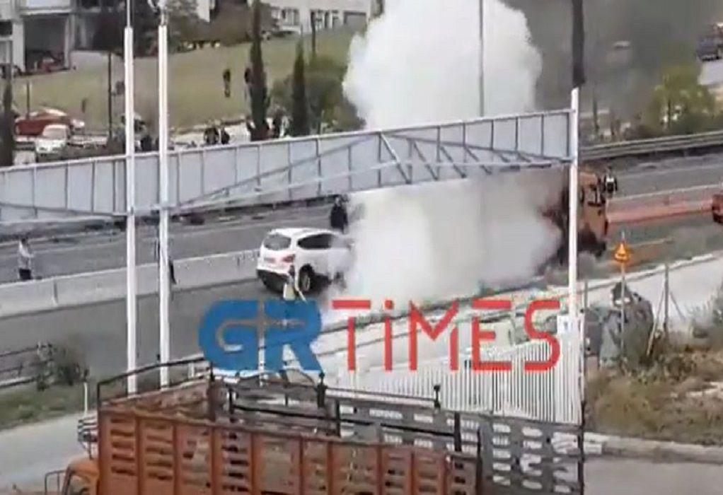 Θεσσαλονίκη: Στις φλόγες μηχανή μετά από σύγκρουση με ΙΧ – Ένας σοβαρά τραυματίας (ΦΩΤΟ-VIDEO)