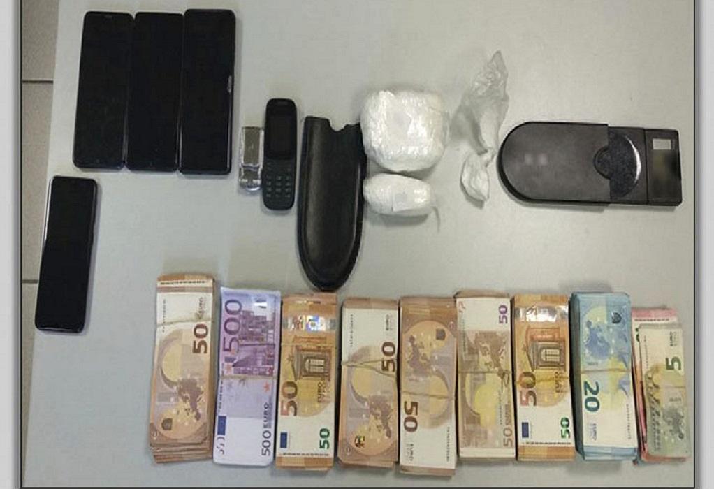 Αθήνα: Δύο συλλήψεις για διακίνηση κοκαΐνης – Κατασχέθηκαν 38.395€ (ΦΩΤΟ)