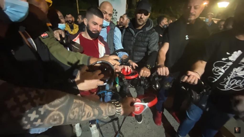 Θεσσαλονίκη: Διαμαρτυρία djs έξω από συναυλία του Πάριου (VIDEO)