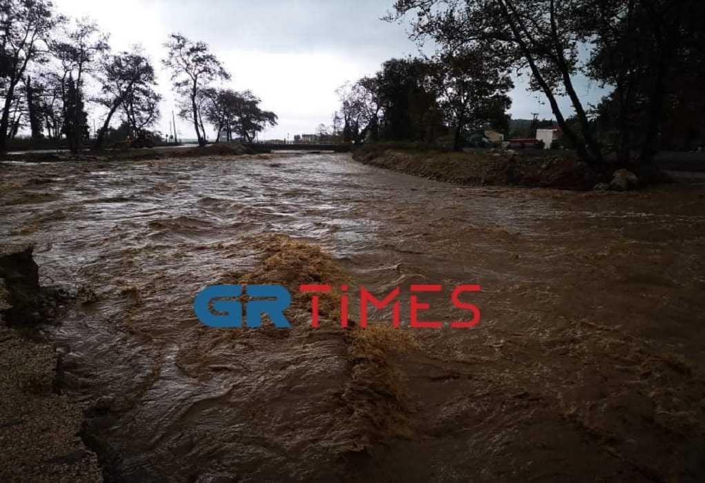 Συνεχίζεται η μάχη με τόνους νερού στην Ολυμπιάδα Χαλκιδικής (VIDEO)