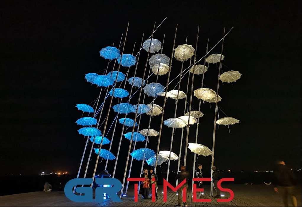 Θεσσαλονίκη: Στα γαλανόλευκα οι ομπρέλες του Ζογγολόπουλου (ΦΩΤΟ)