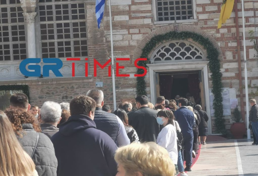 Θεσσαλονίκη: Εικόνες συνωστισμού μετά τη δοξολογία στον Άγιο Δημήτριο (VIDEO)