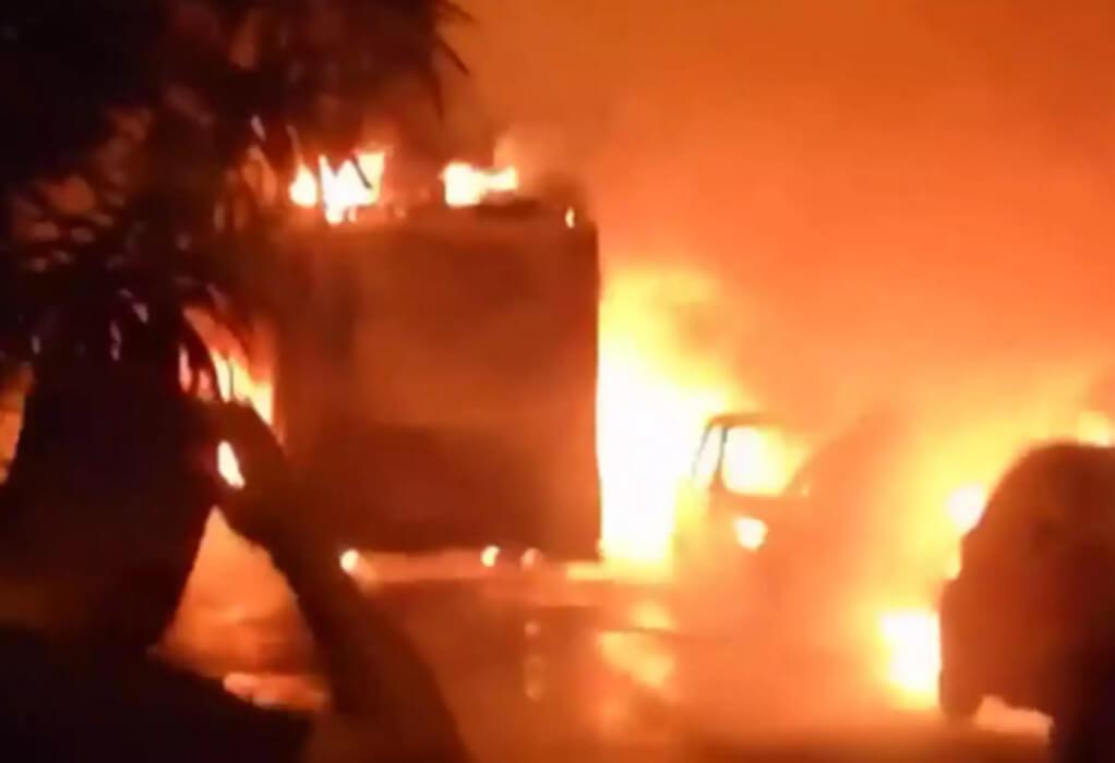 Aθήνα: Στις φλόγες ένα απορριμματοφόρο και 11 αυτοκίνητα