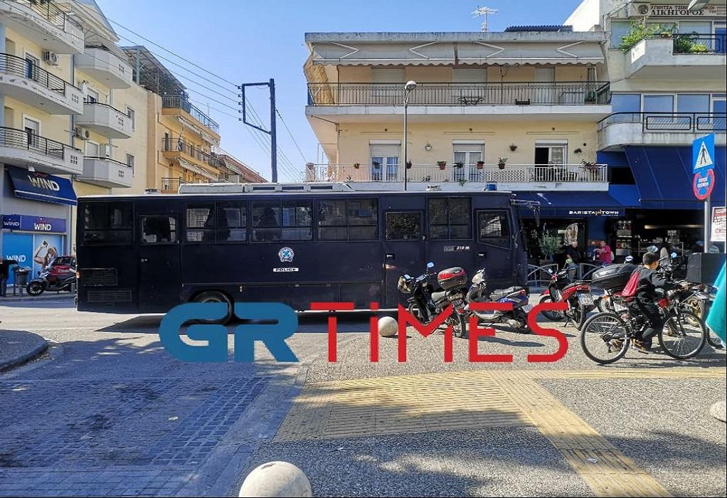 Θεσσαλονίκη: 12 προσαγωγές για την επίθεση ακροδεξιών σε μέλη της ΚΝΕ στην Ηλιούπολη