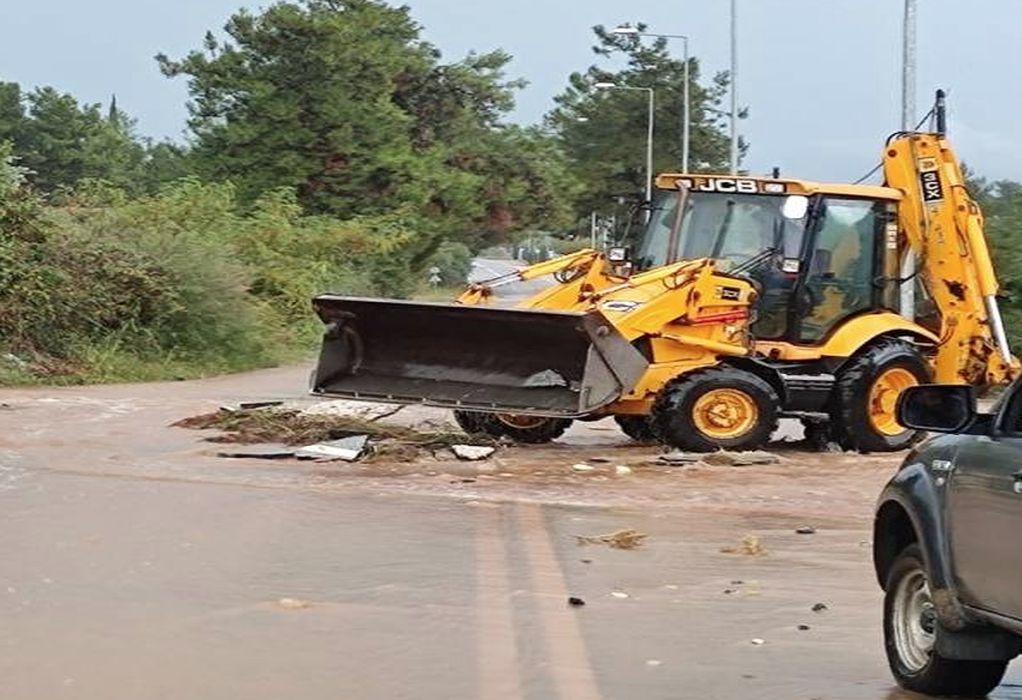 Θάσος: Σοβαρά προβλήματα στο οδικό δίκτυο από την κακοκαιρία (ΦΩΤΟ)