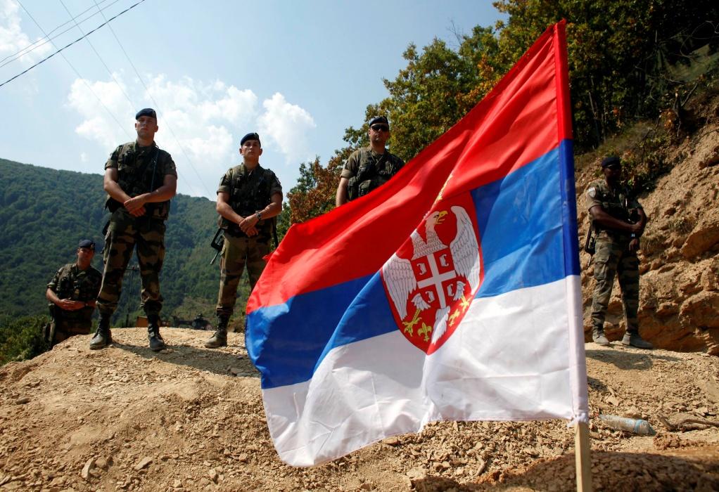 Σερβία-Κόσοβο: Η KFOR στα σύνορα, ενώ οι Σέρβοι απέσυραν τα οδοφράγματα