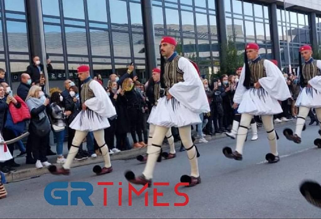 Πλήθος κόσμου και μεγάλη συγκίνηση στην Ελληνική παρέλαση της…Στουτγκάρδης (ΦΩΤΟ-VIDEO)