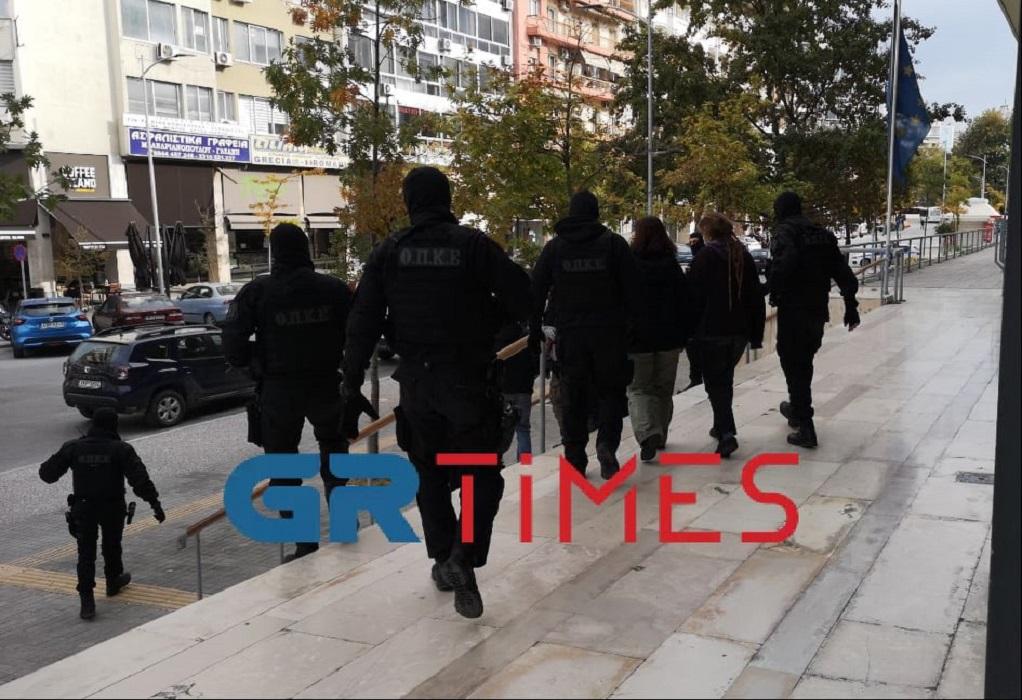 Θεσσαλονίκη: Στον εισαγγελέα οι 4 συλληφθέντες από τα χθεσινοβραδινά επεισόδια (VIDEO)
