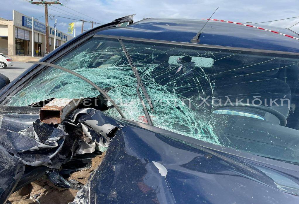 Χαλκιδική: Σιδεροσωλήνας τρύπησε Ι.Χ. (ΦΩΤΟ)