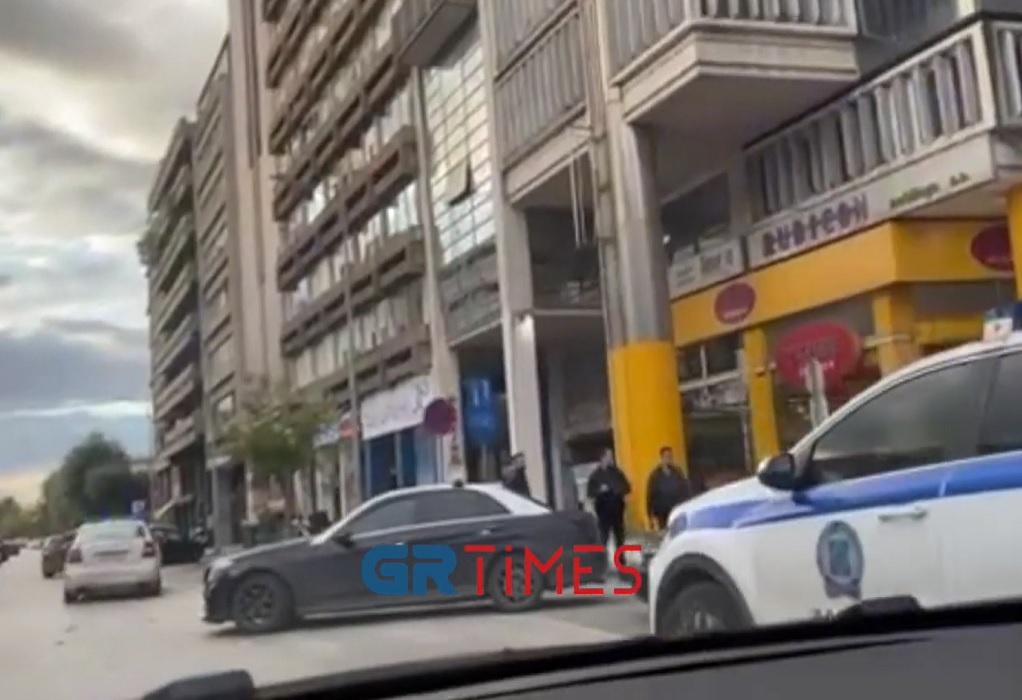 Θεσσαλονίκη: Τροχαίο με ταξί και ποδήλατο στο κέντρο (VIDEO)