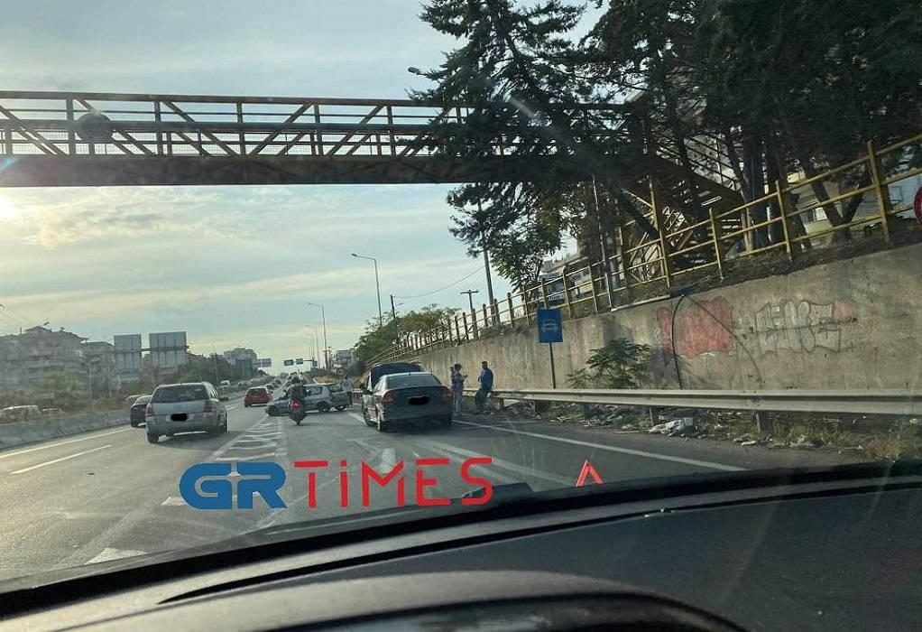 Θεσσαλονίκη: Τροχαίο με σύγκρουση δύο ΙΧ στην Περιφερειακή οδό (ΦΩΤΟ)
