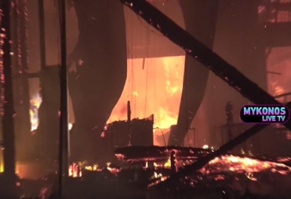 Μύκονος: Mεγάλη φωτιά σε εστιατόριο–Εκρήξεις από φιάλες υγραερίου (VIDEO)