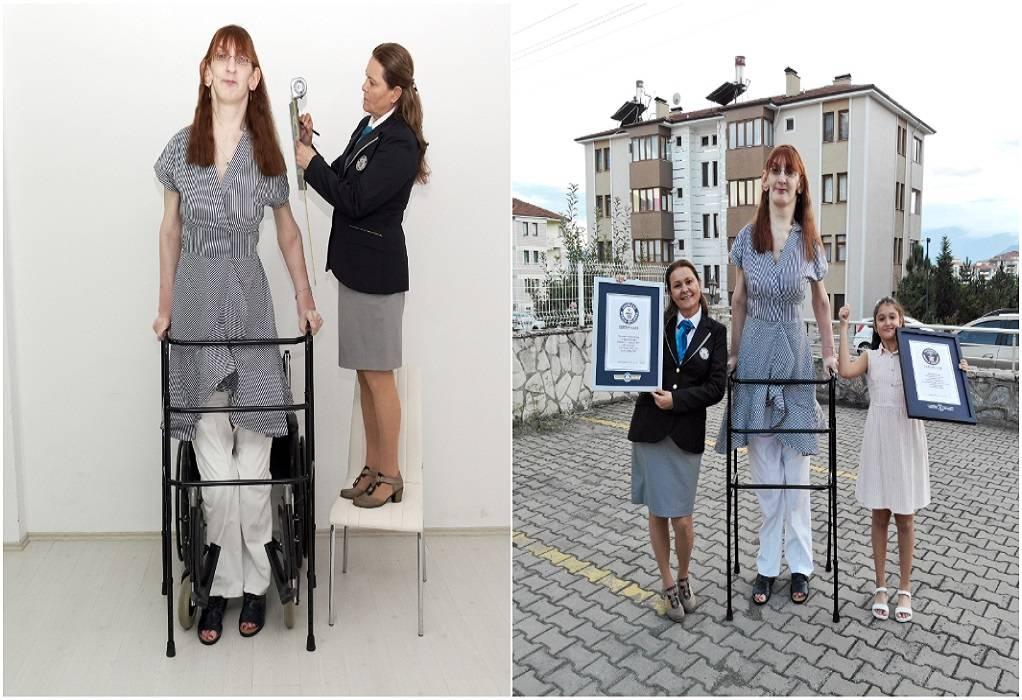 Τουρκία: Η ψηλότερη γυναίκα στον κόσμο λέει ότι είναι εντάξει να ξεχωρίζει κανείς